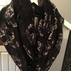 Accessories - Black& white skull scarf